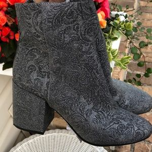 NWT Carlos sparky silver boots size 8.5